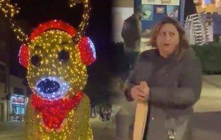 """Hackean un reno navideño gigante en Viladecans:  """"¡Viva España, muerte a los rojos!"""""""