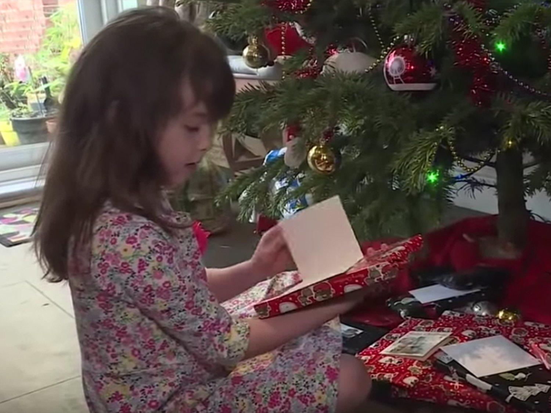 Compra una tarjeta navideña y encuentra la firma de unos prisioneros chinos pidiendo ayuda