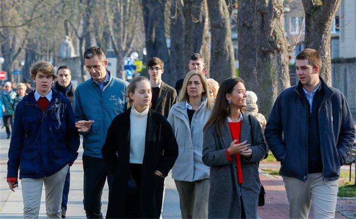 Iñaki Urdangarin paseó por Vitoria con su mujer y sus hijos la tarde del 25 de diciembre