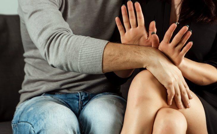 El padre de una joven mantuvo contacto con una de las amigas de su hija y acabó sentado en frente de un juez por sus espantosas insinuaciones