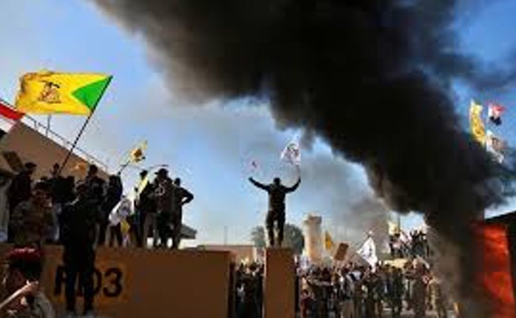 Banderas de Hezbolá ondeando en Bagdad