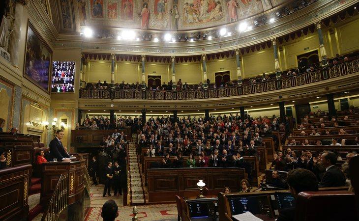 Se reanuda la sesión con la intervención de los grupos parlamentarios