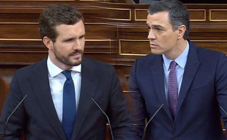Pedro Sánchez (PSOE), irónico, da las gracias por su moderación a Pablo Casado (PP) después de que anunciase el Apocalipsis