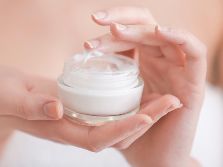 Una mujer en coma permanente tras utilizar una conocida crema facial contaminada con mercurio