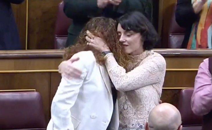 Emotivo aplauso para Aina Vidal, la diputada de Unidas Podemos que se ausentó en la pasada votación por enfermedad