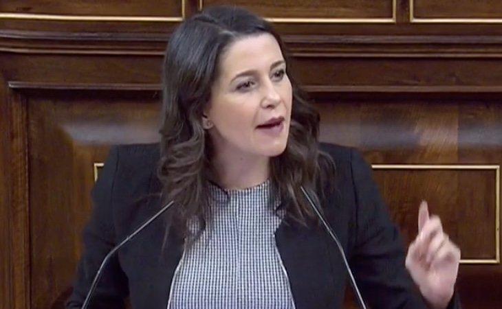 Arrimadas (C's) vuelve a alentar un Tamayazo en el PSOE: '¿No hay ningún valiente en esta bancada?'