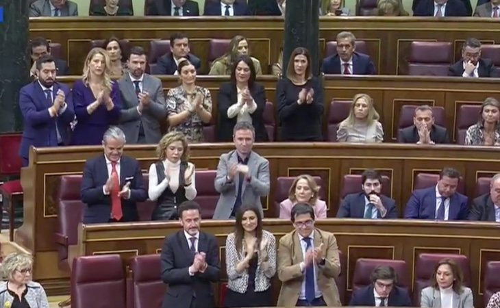 Los diputados de Ciudadanos aplauden a Arrimadas