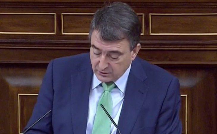 Aitor Esteban (PNV) critica la actitud que la bancada de la derecha ha mantenido en los debates