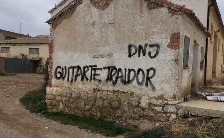 Una de las pintadas contra el diputado de Teruel Existe, Tomás Guitarte