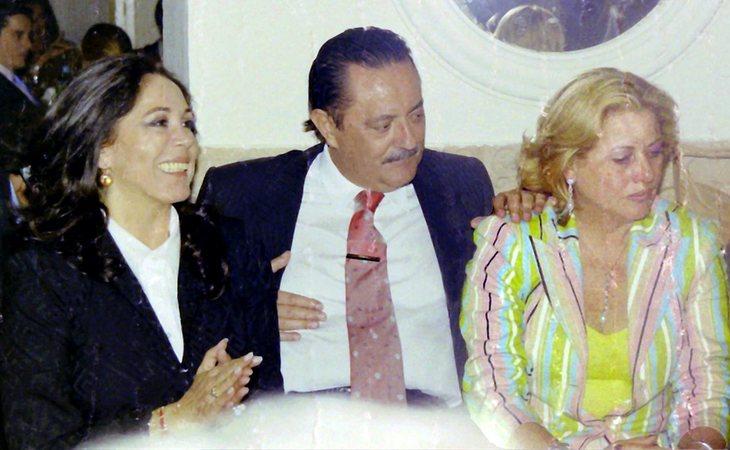 Isabel Pantoja, Julián Muñoz y Mayte Zaldívar en 2003