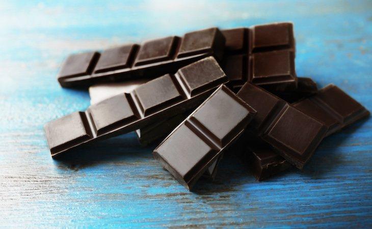 El chocolate negro contiene flavonoides