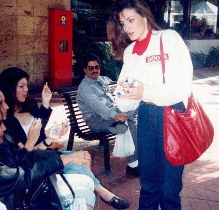 Antes de comenzar sus prácticas en el diario Siglo 21, doña Letizia trabajó vendiendo cigarrillos a pie de calle