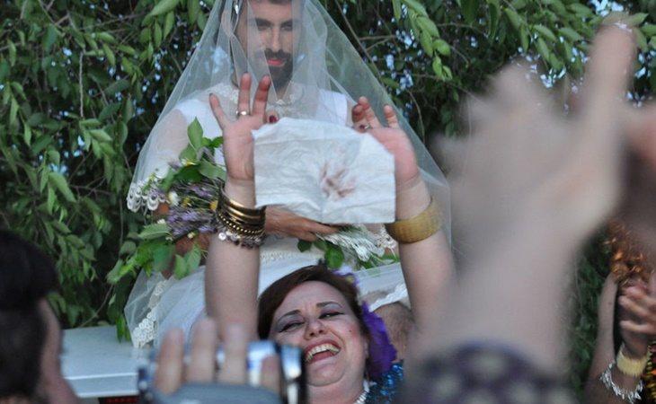 La prueba del pañuelo es una de las tradiciones gitanas más importantes en la boda