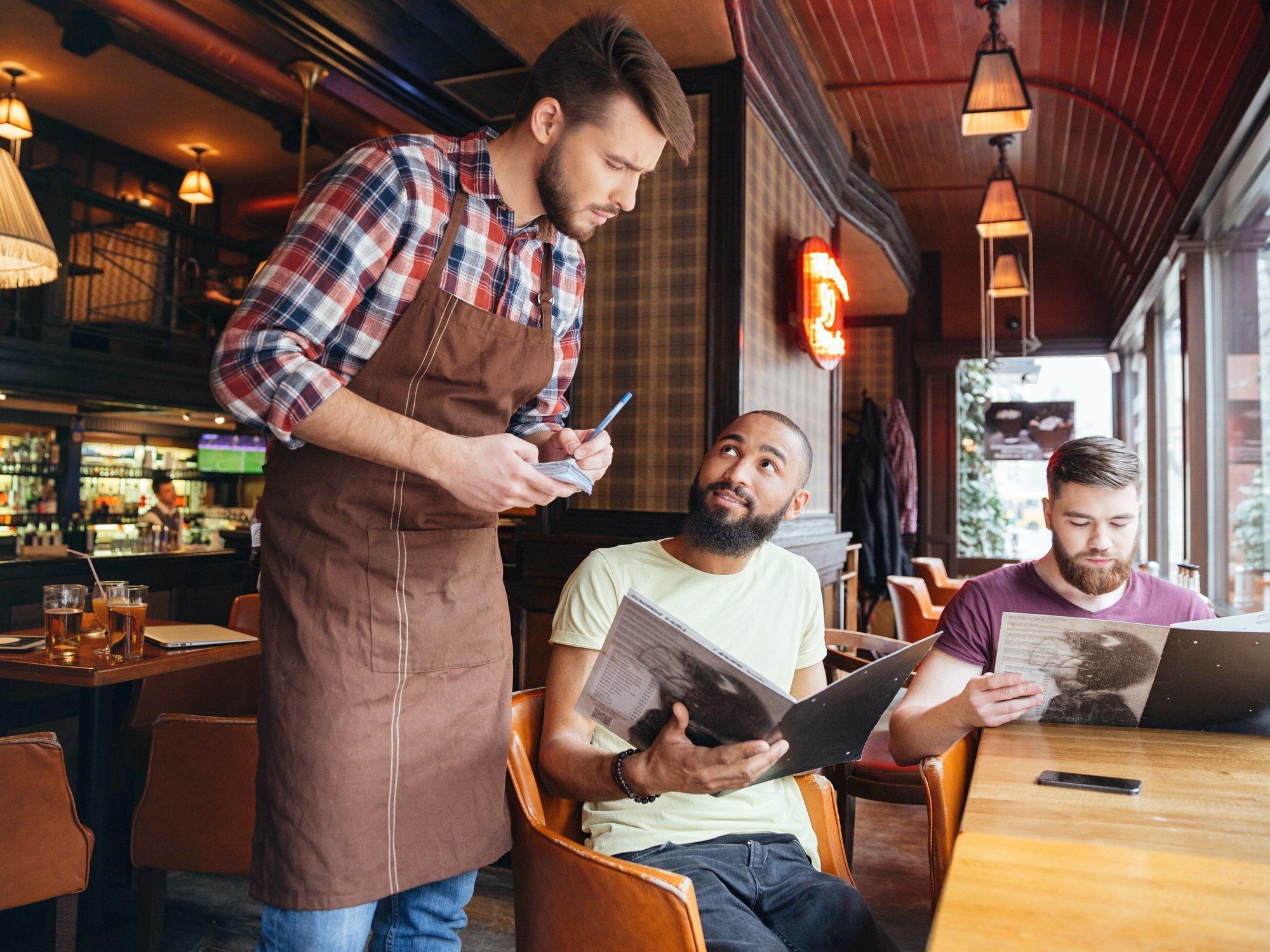 """Un restaurante cobra un suplemento a un cliente por formular una """"pregunta estúpida"""""""