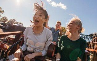 Una empresa ofrece 3.500 euros al mes por probar parques de atracciones