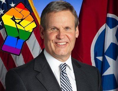 El gobernador de Tennesse firmará una ley que excluirá al colectivo LGTBI para adoptar