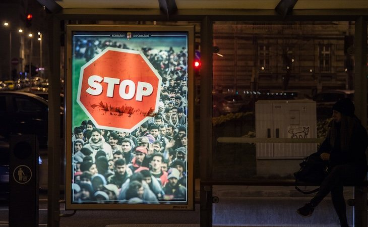 Carteles contra la inmigración en Hungría