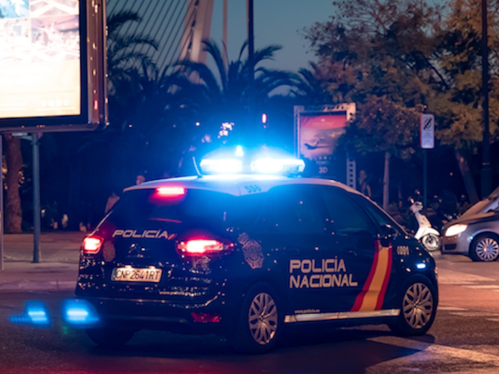 Muere de un infarto en plena calle de Madrid y aprovechan para robarle hasta los zapatos