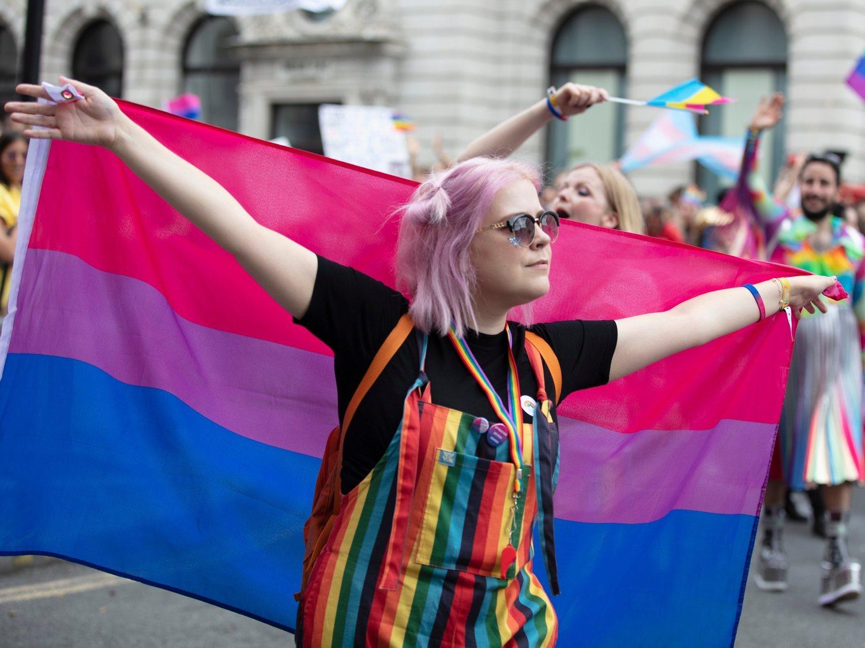¿Cómo saber si eres bisexual? Un conocido youtuber revela cómo lo descubrió