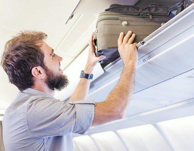 La OCU pide al Ministerio de Consumo que sancione a las aerolíneas que cobren por el equipaje de mano