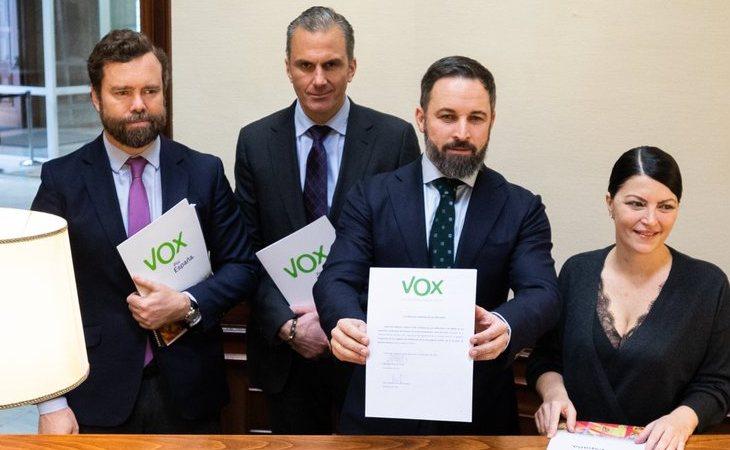 Iván Espinosa de los Monteros, Javier Ortega Smith, Santiago Abascal y Macarena Olona, presentan la propuesta para ilegalizar partidos