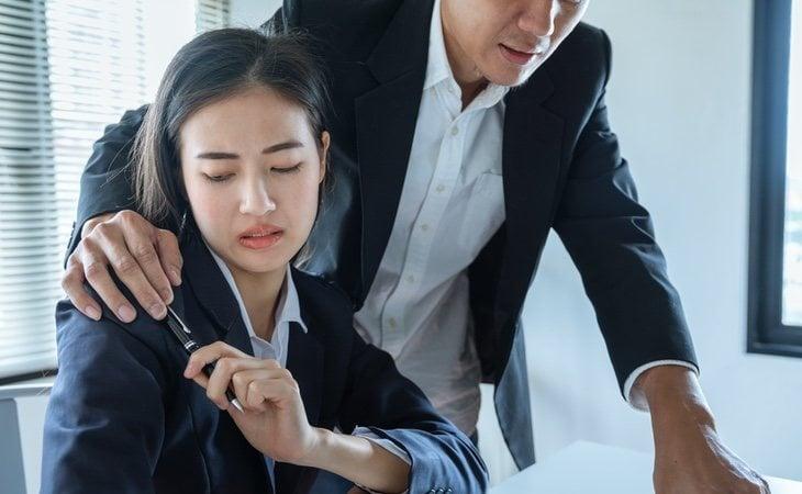 En algunos casos el mobbing puede derivar en un caso de acoso sexual