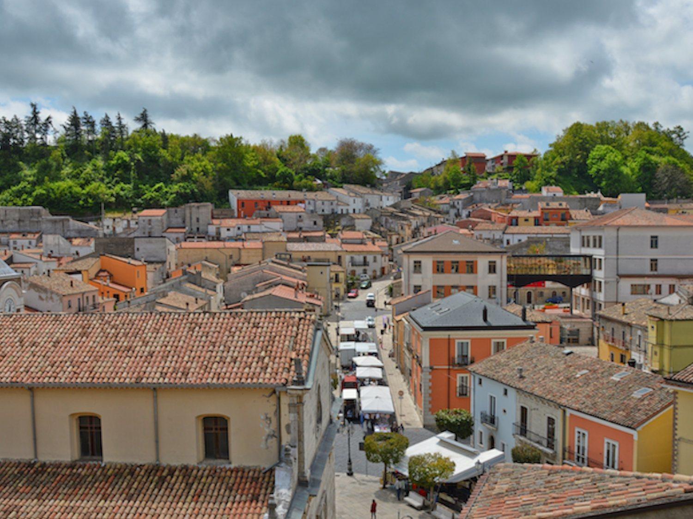 Bisaccia, el idílico pueblo que vende 90 casas a un euro para evitar la despoblación