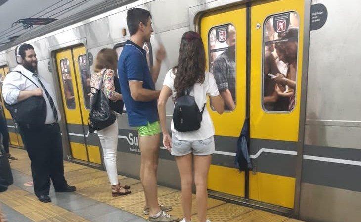 El hombre quedó en calzoncillos en mitad de la estación