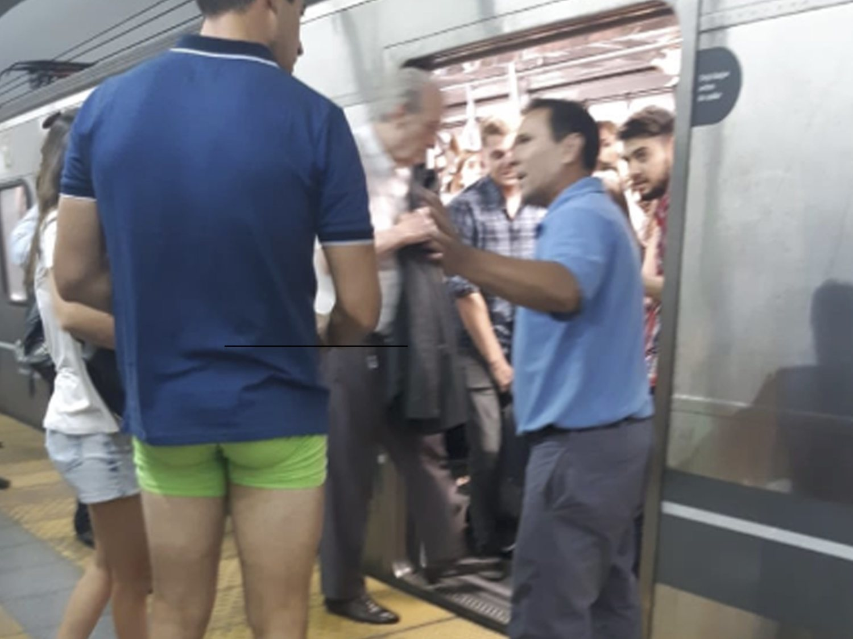 A punto de morir con los pantalones enganchados con un tren, termina en calzoncillos