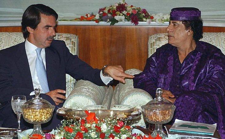 Aznar no tuvo problema en calificar a Gadafi como amigo y en oponerse a su caída