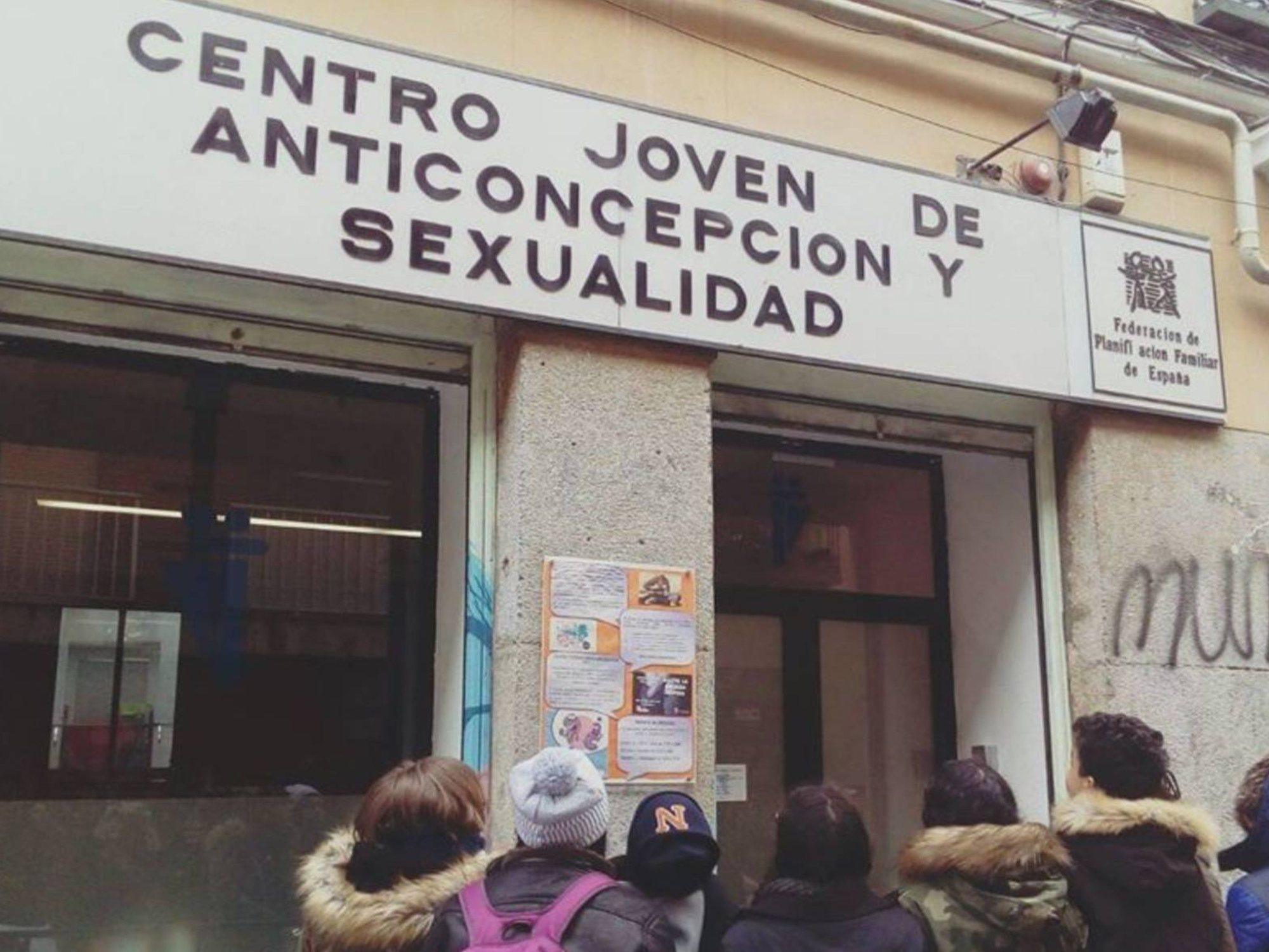 PP y Cs recortan el centro de salud sexual de Madrid, que ya no atiende en fines de semana