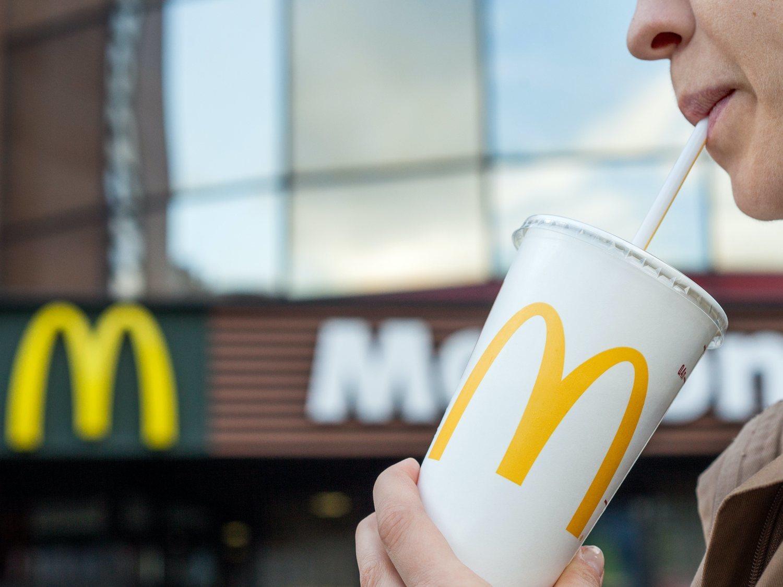 McDonald's subasta su última pajita de plástico
