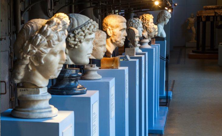 Esculturas y maquinaria en la Centrale Montemartini de Roma
