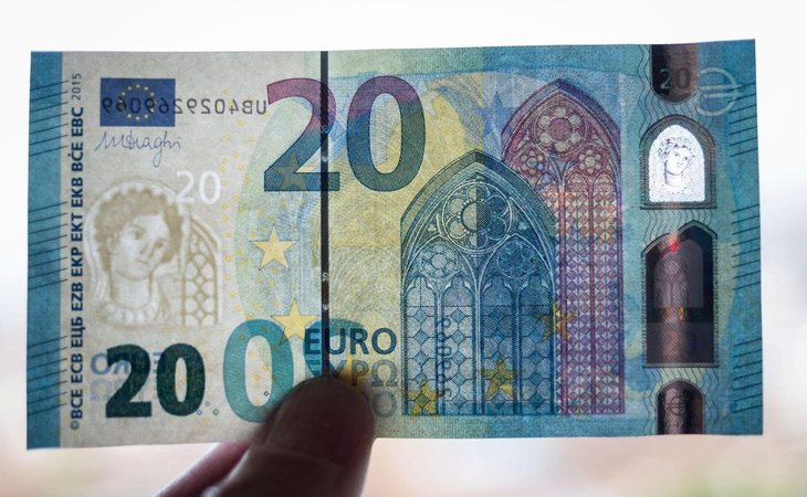 El holograma, el hilo de seguridad o la textura, clave en los billetes verdaderos