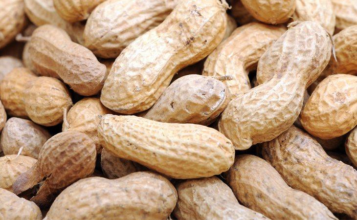 Los cacahuetes tienen 599 kilocalorías para cada 100 gramos