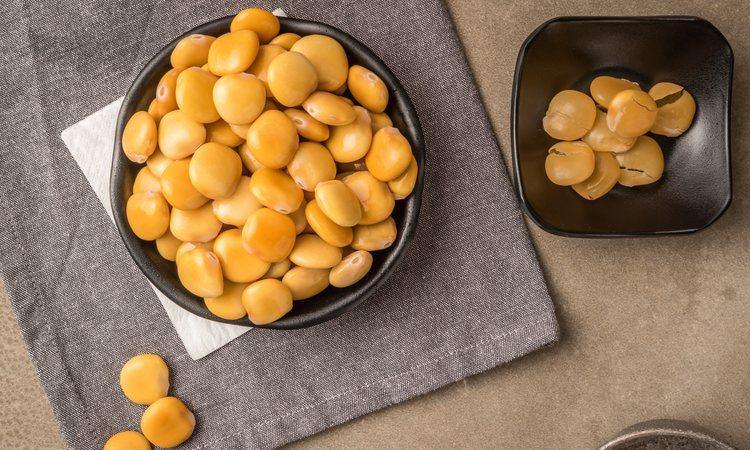 Los altramuces contienen 394 kilocalorías por cada 100 gramos