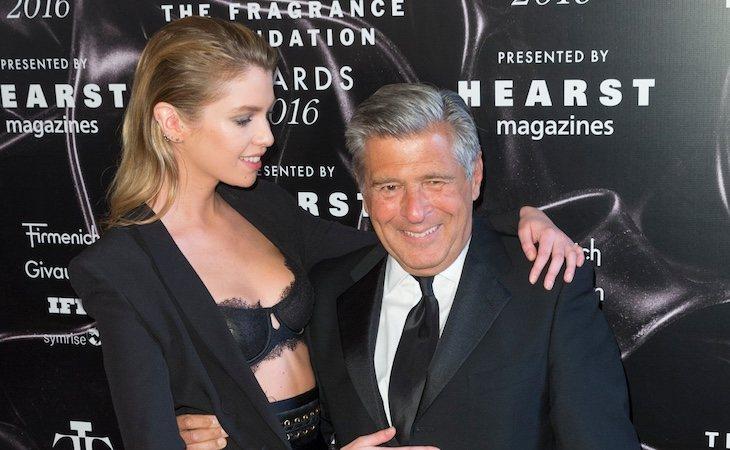 Ed Razek y Stella Maxwell, uno de los rostros más conocidos de la marca