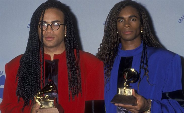 Los integrantes de Milli Vanilli después de recoger el Grammy. (Rob Pilatus a la izquierda y Fab Morvan a la derecha)
