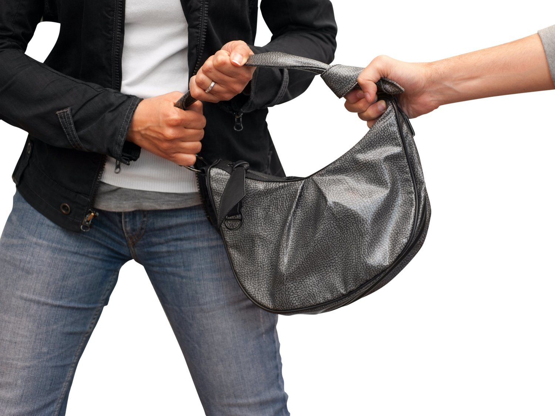 Brutal agresión a una mujer en el metro de Barcelona para robarle el bolso