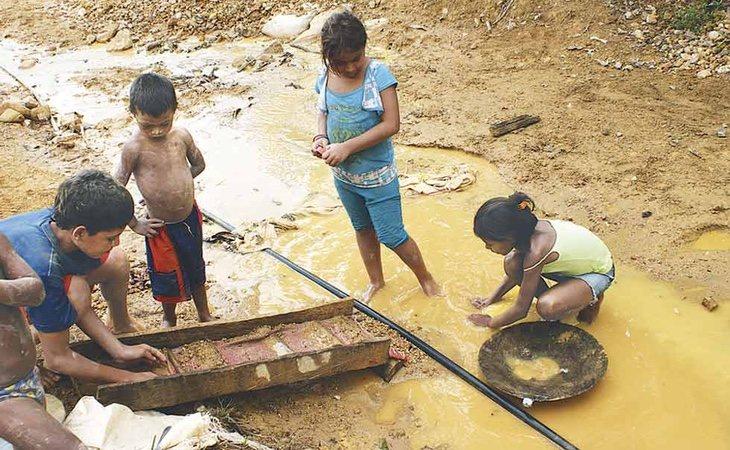 La extracción de oro en Venezuela se ha convertido en un foco de violaciones de derechos humanos
