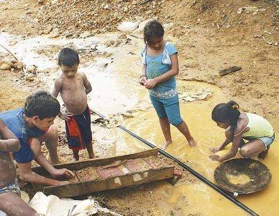 Trabajo esclavo en las minas de oro venezolanas: así actúan las mafias con total impunidad