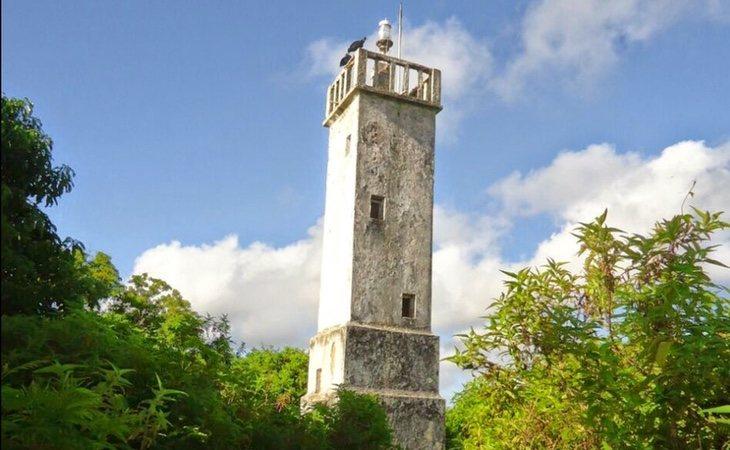 Faro abandonado en la isla