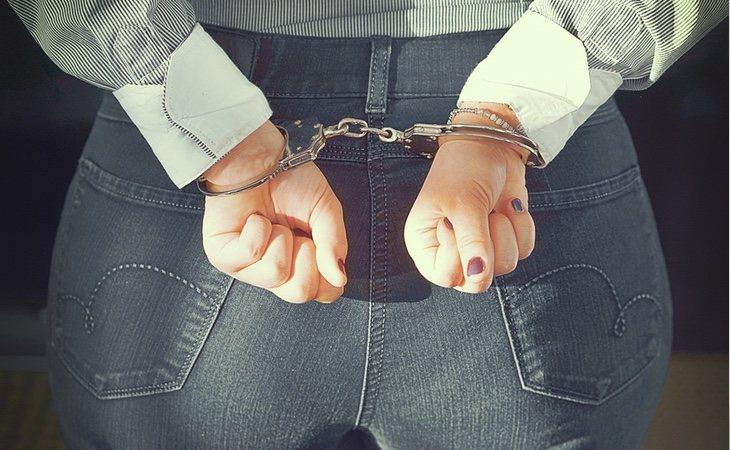La madre permanece detenida