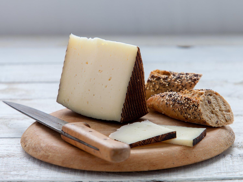 Alerta alimentaria: Sanidad retira de la venta estos quesos por riesgo para la salud