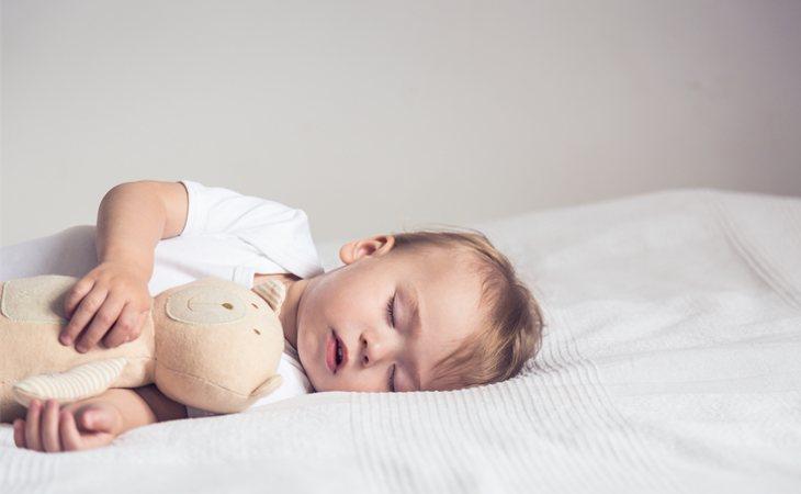 Los niños de 2 a 5 años deben dormir entre 10 y 12 horas diarias