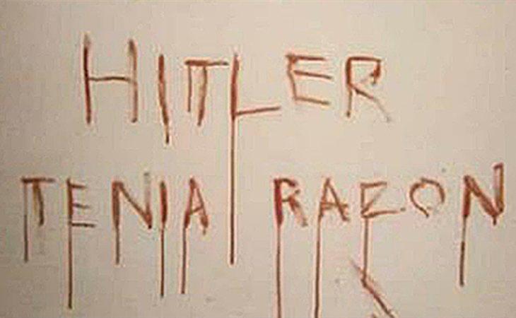 Pintada que hizo el asesino con la sangre de su víctima en la habitación donde cometió el crimen