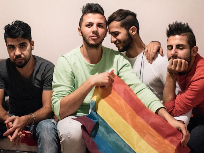La ONG Kif Kif pierde su único piso para migrantes LGTBI de Madrid tras los recortes de Ayuso