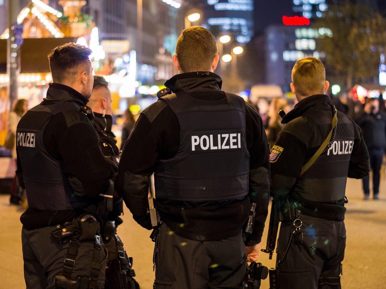 Un atacante de ultraderecha irrumpe en dos bares de Alemania y deja 11 muertos