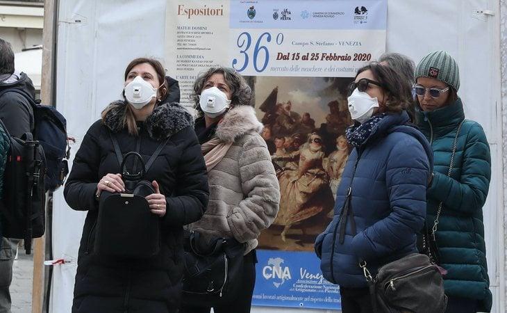 Venecia también se ha llenado de mascarillas en pleno carnaval ante el miedo al coronavirus