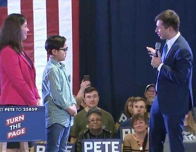 El emotivo momento en que un niño pide ayuda para salir del armario al primer aspirante gay a presidir EEUU